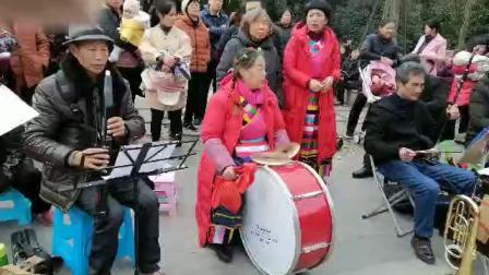 小树林艺术合唱队在音乐公园举行迎新春联欢活
