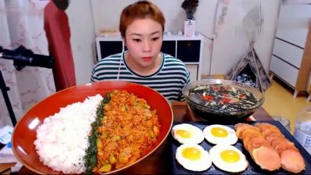 美女胃口太大了,吃这么丰盛的大餐,吃的太美