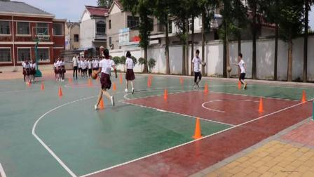 [配课件教案]1.一二年级体育《一、小篮球游戏》