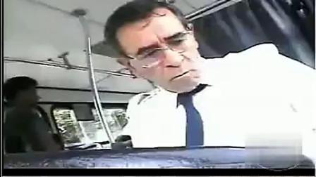 国外超级整蛊搞笑视频 兜圈的客车恶搞