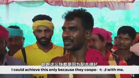 乐动体育分享印度男子泥地里拉水牛跑 百米速度