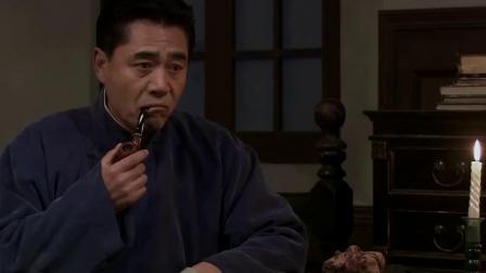 七爷在屋里和美女谈话,殊不知家里进了贼,东