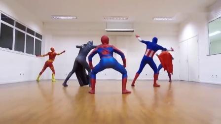 幽默大叔穿着超级英雄的服装开心在室内跳舞.
