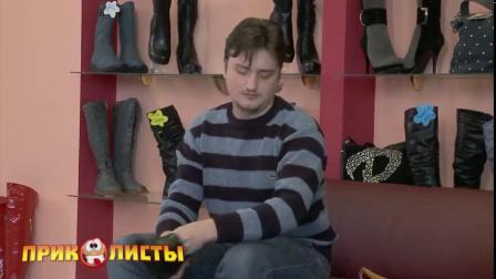 国外恶搞美女直接把男子的鞋带绑在一起,下一秒