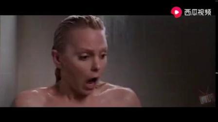 太刺激了,美女洗澡时后面长出一只手.mp4