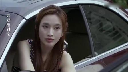 美女为了报复小伙,用车堵住他的车,不料下秒