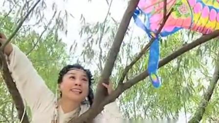 美女弄坏了小姑娘的风筝竟获得感激,小孩的心
