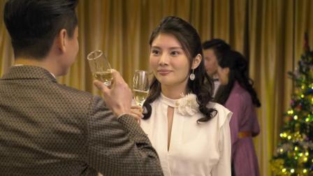 农村女孩第一次参加宴会糗事百出,好尴尬!