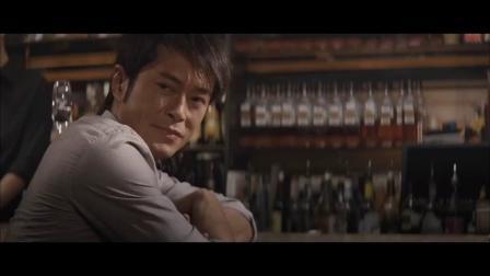 帅哥被女朋友甩了,到酒吧喝酒遇美女主动搭讪