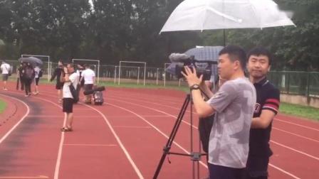 【PP体育在现场】中国男篮雨中军训,数家媒体围
