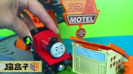 托马斯小火车们和赛车总动员小汽车们好忙碌 30