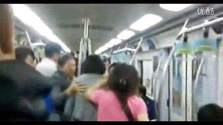 [拍客]北京地铁2号线多人互殴