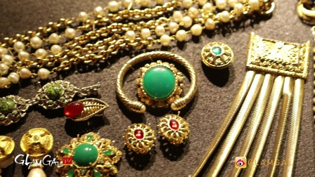 GlamGal:@TheAllisonMode 春季时髦穿搭&明星偏爱的Vintage珠宝