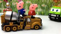 小猪佩奇的工程车玩具乔治猪开卡车变形金刚玩具 320