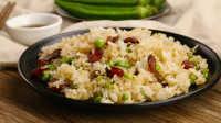 广式腊肠炒饭配海鲜菇番茄汤