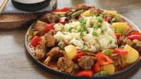 新疆大盘鸡 最爱的就是炖烂土豆和鸡块酥软的口感了 01