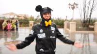 在迪士尼被围观(Vlog).mp4