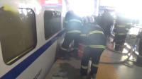 实拍男子被高铁列车卡住瞬间 救援视频曝光