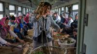 你绝对想不到 高铁时代 中国还有这么多坐绿皮火车的人 71