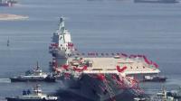 中国首艘国产航母完全出坞下水
