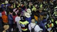 美韩全面部署萨德 当地居民与警方冲突
