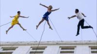 【猴姆独家】精彩至极!洛杉矶《爱乐之城》日舞蹈演员空中表演开场原声大首播!