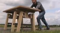 桌腿一个小改动,轻轻一推,桌子跑了