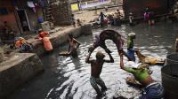 印度最大贫民窟挤入百万人,虽然环境恶劣,但律师却喜欢住在这!