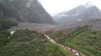 四川茂县发生山体高位垮塌 直升机航拍画面
