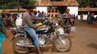 中国摩托车在非洲倍受欢迎, 价格比日本便宜, 且更适合他们使用!