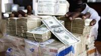 南美该国都是亿万富翁, 去菜市场买菜的钱都用麻袋背或小车推!
