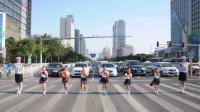 """邯郸交警推出""""等灯舞"""" 小学生斑马线上跳舞"""
