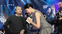八卦:尴尬!刘亦菲与导演拥抱 咖啡洒了一身