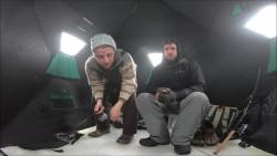 4天的冬令营-冰上钓鱼
