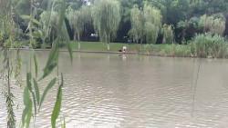各自为阵,这是张家浜最常见的钓鱼的人