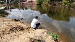 """这么好的钓鱼地方小伙尽然""""空军""""了"""
