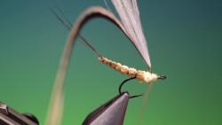 钓鱼人必会的一项技术就是手工制作鱼饵