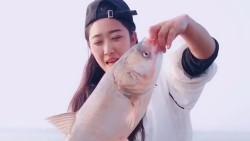 别说长江欠好钓鱼,只是没找对好地方,小姐姐一会时间钓这么多