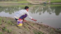 印度小伙真的皮,钓鱼竟用六条竿,看看能上几多大货
