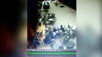 【拍客】柳城70多岁老司机错把油门当刹车 飞速横扫一条街撞毁多车