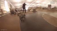 視頻: 小輪車大神 Mike Clark 雙腳踩在龍頭展示超強平衡技能