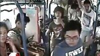 湖北武汉:女乘客突发疾病 9名大学生施救