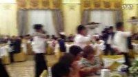 哈萨克婚礼:快乐的服务,上菜啦