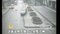 [拍客]监拍男子马路上突然横行被撞飞身亡