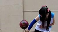 旋转篮球炫酷传递 美女炫球技 篮球  20140622