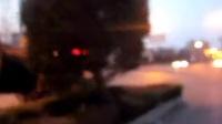 平阴县城里倒着开车的女汉子(平阴草根拍摄)