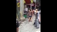 重庆送菜夫妇因搭观光电梯被保安围殴