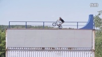 視頻: 集裝箱中的BMX穿梭