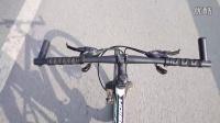 視頻: 自行車瘋狂的放雙把