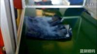 Macsa玛萨激光喷码机在JEANS牛仔裤上做旧工艺展示-广州蓝新